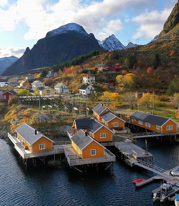 Tưởng đùa nhưng thực sự có ngôi làng trên thế giới có tên gọi chỉ là một ký tự, còn trở thành địa điểm du lịch hút khách hiếu kỳ - Ảnh 2.