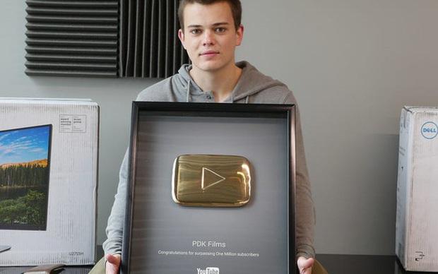 Bất ngờ số tiền YouTuber kiếm khi view đạt 100.000, 1 triệu hay 150 triệu: Người chỉ được 100 USD, kẻ nhận tới 97.000 USD - Ảnh 1.