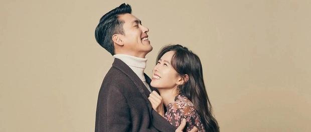 Hậu trường ngọt muốn xỉu ở Crash Landing On You: Ye Jin hờn dỗi đánh yêu, Hyun Bin bất chấp ôm làm hòa - Ảnh 5.