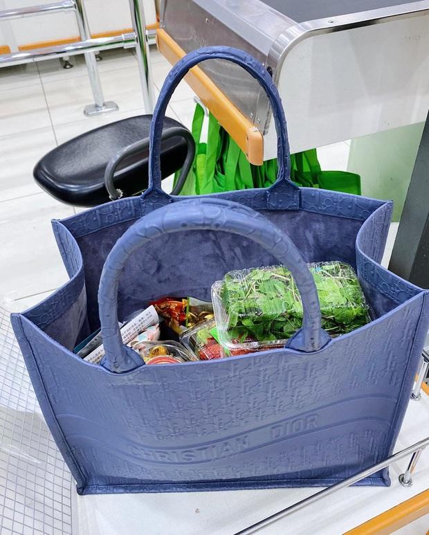 Cô nàng Singapore xách túi hiệu 63 triệu đi mua rau, Lan Khuê có nhìn thấy chắc cũng phải trầm trồ - Ảnh 2.