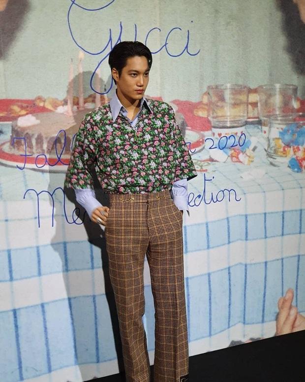 Góc tức dùm: Kai đẹp trai thế này nhưng sự chú ý của fan lại chỉ dành cho tấm backdrop viết ẩu của Gucci mà thôi! - Ảnh 3.