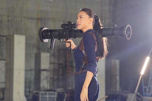 Ngô Thanh Vân gia nhập đường đua phim Tết nhưng được chú ý nhất lại là ngoại hình đặc biệt của nam chính - Ảnh 4.