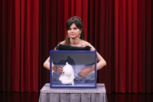 Hình ảnh chênh lệch 1 thập kỷ gây choáng của Selena Gomez: Chị đẹp đúng là yêu tinh hack tuổi chuyển thế! - Ảnh 4.