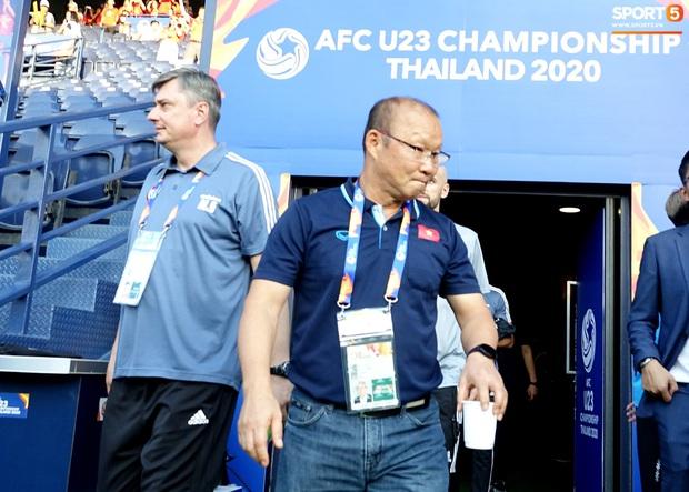 HLV Park Hang-seo liên tục uống cafe khi cùng U23 Việt Nam chinh chiến giải châu Á - Ảnh 3.