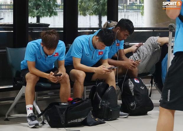 HLV Park Hang-seo liên tục uống cafe khi cùng U23 Việt Nam chinh chiến giải châu Á - Ảnh 7.