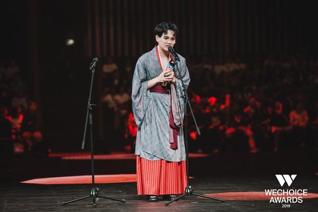 Màn kết hợp với Hương Giang tại WeChoice Awards 2019 quá viral, Canh Ba của Nguyễn Trần Trung Quân băng băng quán quân iTunes, top 1 trending Music! - Ảnh 3.