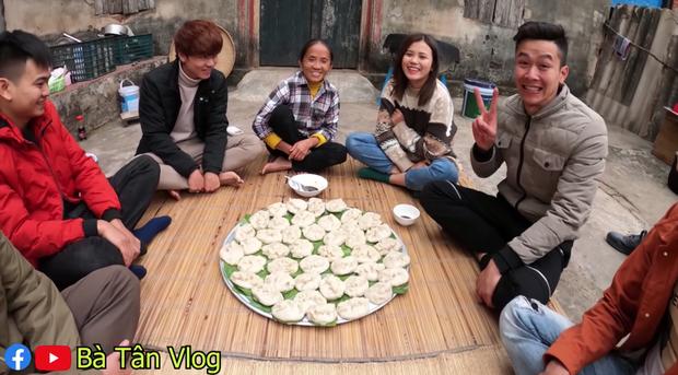 Dở khóc dở cười với món há cảo của bà Tân Vlog: to như cái bánh bao và dẻo như bánh nếp, không biết hương vị thật sự sẽ thế nào? - Ảnh 10.