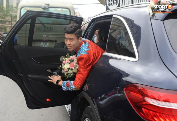 Xe ôtô tiền tỷ của Duy Mạnh và Quỳnh Anh va quệt với xe máy trên cầu vượt ở Hà Nội - Ảnh 3.