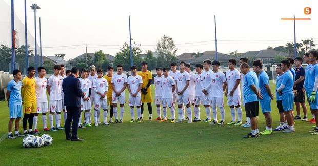 Hoảng hồn khi thấy da rắn xuất hiện ở sân tập của U23 Việt Nam trước ngày quyết đấu Triều Tiên - Ảnh 11.