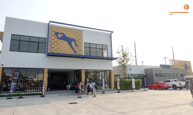 Hoảng hồn khi thấy da rắn xuất hiện ở sân tập của U23 Việt Nam trước ngày quyết đấu Triều Tiên - Ảnh 4.