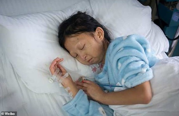 Chỉ ăn cơm trắng với ớt suốt 5 năm trời để có tiền chữa bệnh cho em trai, cô gái trẻ qua đời vì bị suy dinh dưỡng trầm trọng - Ảnh 1.