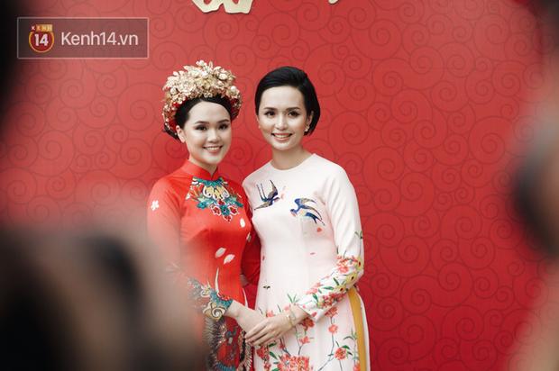 Vợ cầu thủ Văn Quyết - chị gái Quỳnh Anh thức cả đêm gọt hoa quả chuẩn bị cho đám hỏi, chia sẻ còn hồi hộp hơn cả lúc mình cưới - Ảnh 1.