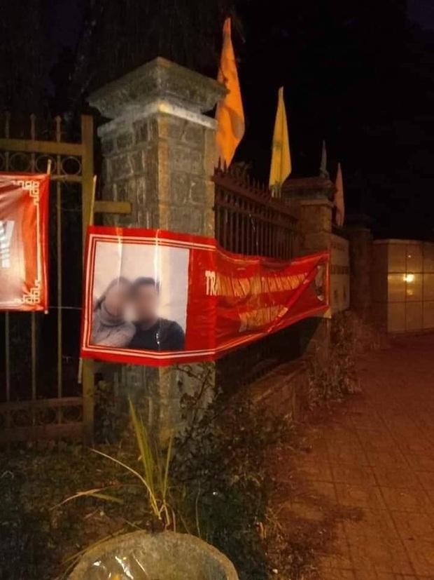 Thanh niên in 60kg banner ảnh và thơ tình dán khắp Đà Lạt để níu kéo bồ cũ: Chả hiểu sao họ nói mình hèn! - Ảnh 3.