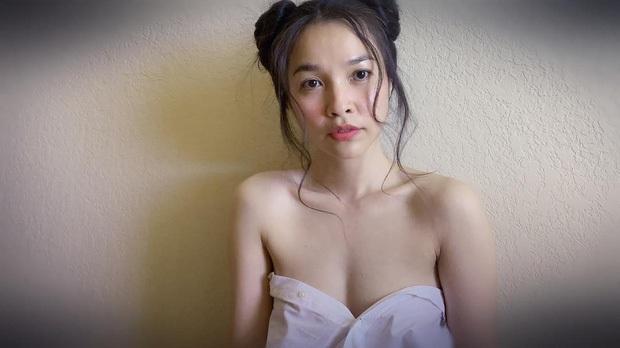 Hiền Thục hờ hững khoe sắc vóc gợi cảm tuổi 38 nhưng bức tranh khoả thân của cô mới là tâm điểm! - Ảnh 3.