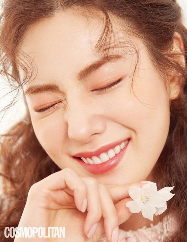 Ảnh tạp chí gây bão của idol Kpop đầu tiên thành người phụ nữ đẹp nhất thập kỷ: Kéo đến ảnh cận mà choáng vì visual! - Ảnh 6.