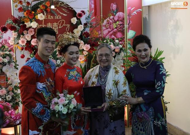 Trước khi về nhà Duy Mạnh, Quỳnh Anh được bà ngoại tặng 10 cây vàng - Ảnh 2.