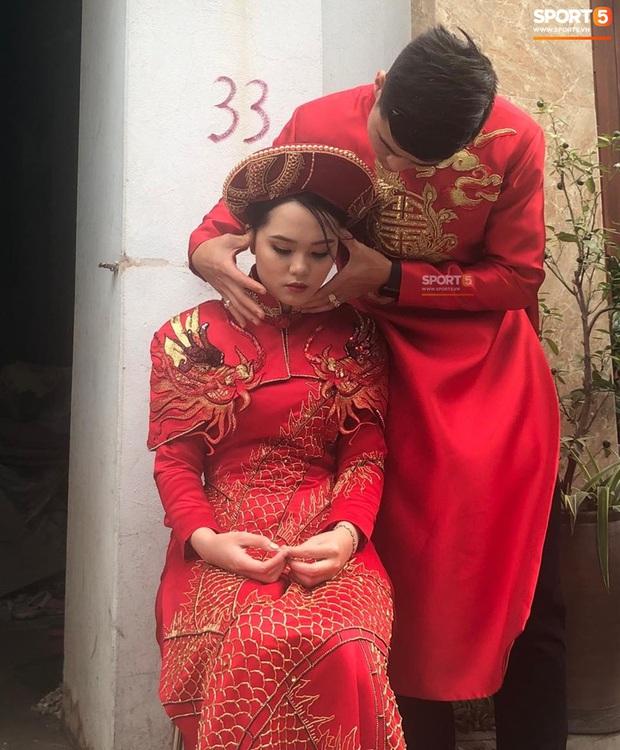 Sự cố bất ngờ tại đám hỏi của Duy Mạnh - Quỳnh Anh: Cô dâu say xe, buồn nôn nhưng lại chưa được vào nhà - Ảnh 3.