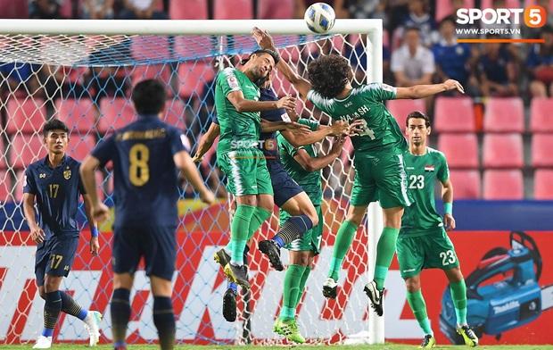 Góc lý giải: Vì sao đối thủ để bóng chạm tay trong vòng cấm nhưng Thái Lan được hưởng phạt đền còn Việt Nam thì không? - Ảnh 4.