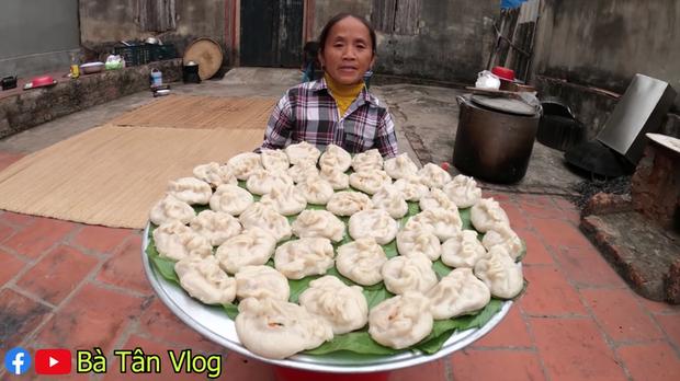 Dở khóc dở cười với món há cảo của bà Tân Vlog: to như cái bánh bao và dẻo như bánh nếp, không biết hương vị thật sự sẽ thế nào? - Ảnh 9.