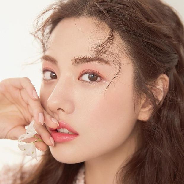 Ảnh tạp chí gây bão của idol Kpop đầu tiên thành người phụ nữ đẹp nhất thập kỷ: Kéo đến ảnh cận mà choáng vì visual! - Ảnh 4.