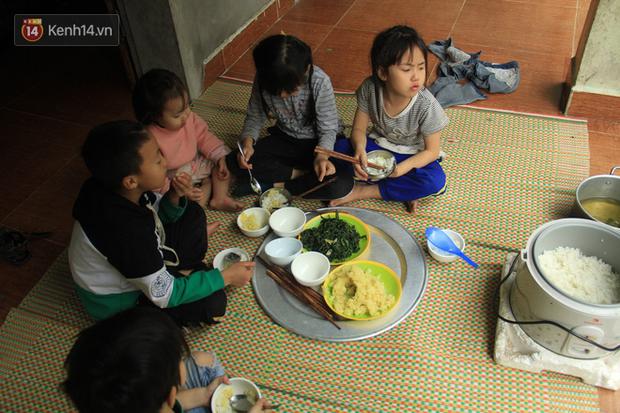 """Tết ở gia đình đông con như """"trại trẻ"""" tại Hà Nội: """"Con muốn năm mới được sửa cái xích xe đạp để đi học, các chị thì ước có quần áo mới"""" - Ảnh 11."""