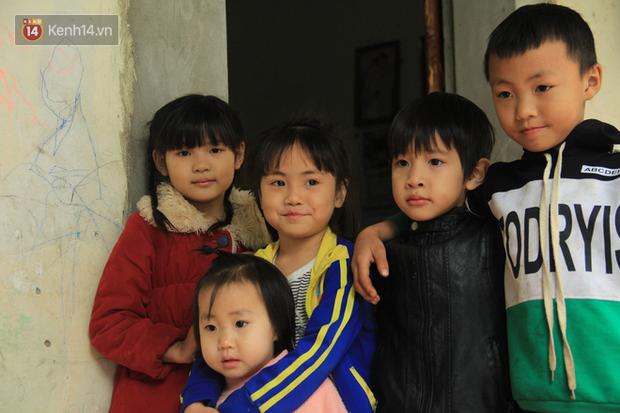 """Tết ở gia đình đông con như """"trại trẻ"""" tại Hà Nội: """"Con muốn năm mới được sửa cái xích xe đạp để đi học, các chị thì ước có quần áo mới"""" - Ảnh 2."""