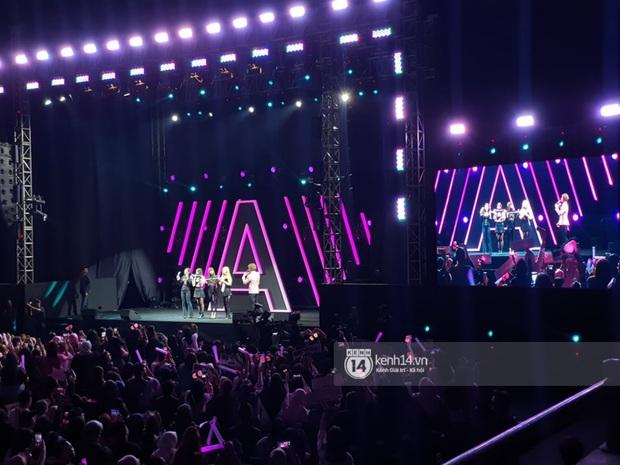 Nhìn lại Awesome Live: Buổi fan meeting sôi động đầu tiên của BLACKPINK trong năm 2020 - Ảnh 1.