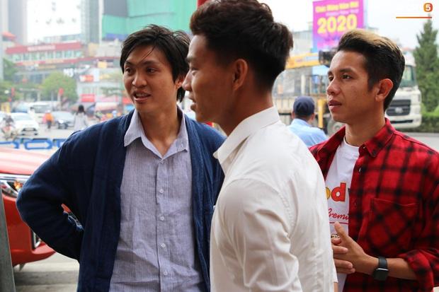 Dàn cầu thủ HAGL đổ bộ xuống đám hỏi của Duy Mạnh: Ai cũng tươi rói nhưng chiếm spotlight là Tuấn Anh với sự giản dị của anh chàng - Ảnh 2.