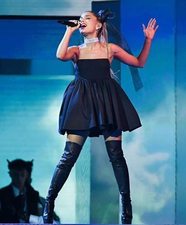 Phản ứng của các sao US-UK khi quên lời bài hát trên sân khấu: Từ Taylor Swift, Ariana Grande, Justin Bieber đến Adele đều khiến fan hâm mộ bất ngờ - Ảnh 4.