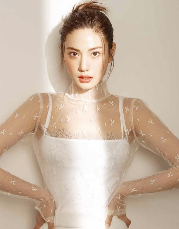 Ảnh tạp chí gây bão của idol Kpop đầu tiên thành người phụ nữ đẹp nhất thập kỷ: Kéo đến ảnh cận mà choáng vì visual! - Ảnh 1.