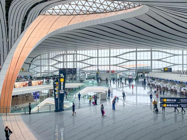 Tại sao không nên… ngáp khi đi qua cổng an ninh ở sân bay? Hành động nhỏ nhưng hậu quả cực kỳ nghiêm trọng! - Ảnh 4.