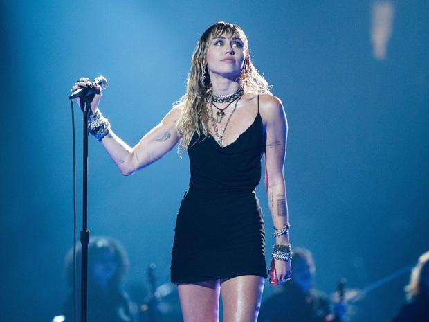 Phản ứng của các sao US-UK khi quên lời bài hát trên sân khấu: Từ Taylor Swift, Ariana Grande, Justin Bieber đến Adele đều khiến fan hâm mộ bất ngờ - Ảnh 6.