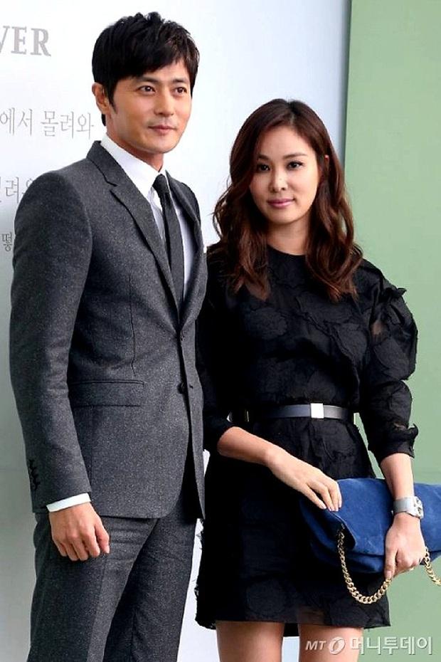 """Xôn xao Jang Dong Gun trở về từ Hawai không có bóng dáng vợ con, nghi án gia đình mâu thuẫn sau scandal """"săn gái"""" - Ảnh 2."""