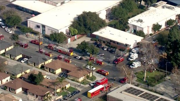 Máy bay xả nhiên liệu từ trên cao xuống sân trường, 60 học sinh bị thương - Ảnh 1.