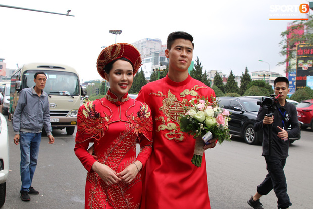 Cùng thay tới 2 bộ lễ phục trong ngày ăn hỏi, Duy Mạnh - Quỳnh Anh đúng là cặp đôi ăn chơi nhất nhì vịnh bắc bộ - Ảnh 4.