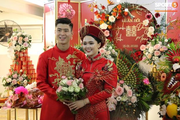 Cùng thay tới 2 bộ lễ phục trong ngày ăn hỏi, Duy Mạnh - Quỳnh Anh đúng là cặp đôi ăn chơi nhất nhì vịnh bắc bộ - Ảnh 5.