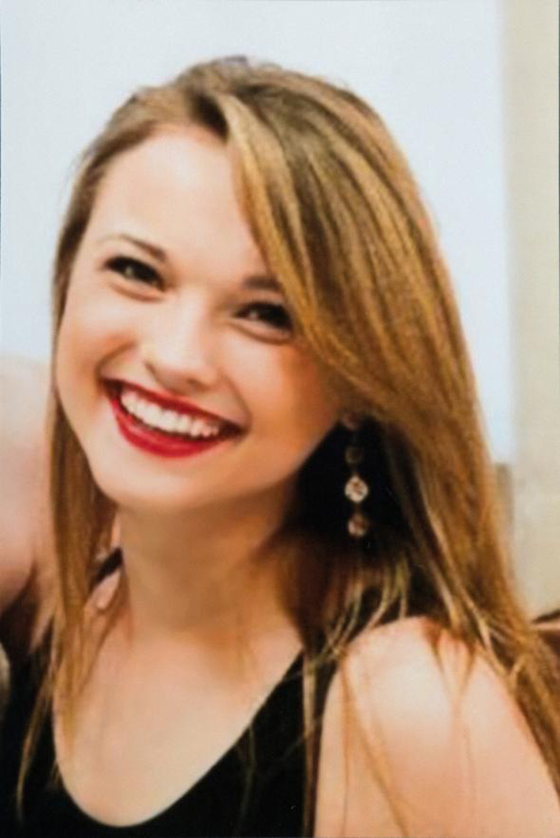 Hành trình của người phụ nữ trẻ nhất thế giới được cấy ghép khuôn mặt từ người hiến tặng và cuộc chiến với tử thần kéo dài 31 tiếng - Ảnh 2.