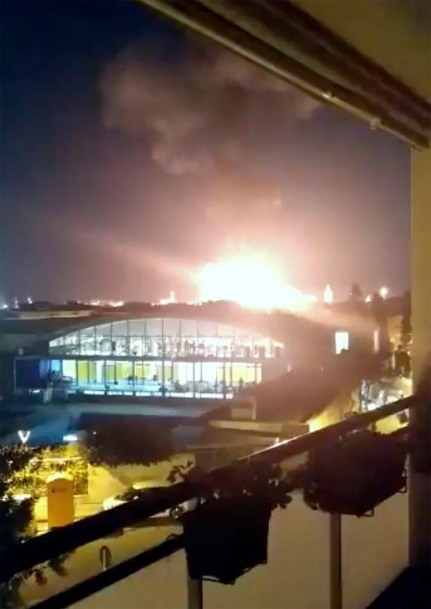 Nổ nhà máy hóa chất ở Tây Ban Nha, ít nhất 1 người thiệt mạng - Ảnh 3.