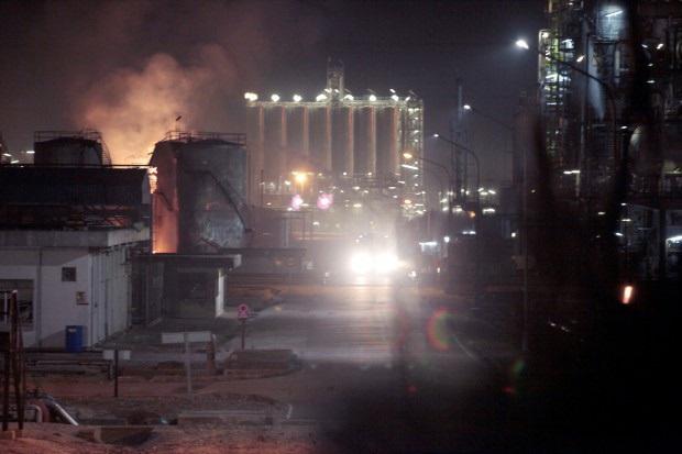 Nổ nhà máy hóa chất ở Tây Ban Nha, ít nhất 1 người thiệt mạng - Ảnh 4.