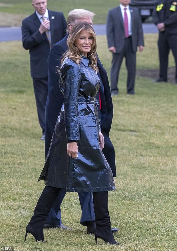 Đắng lòng cho phu nhân Melania Trump: Diện áo hiệu 50 triệu mà bị ví như khoác túi đựng rác - Ảnh 9.