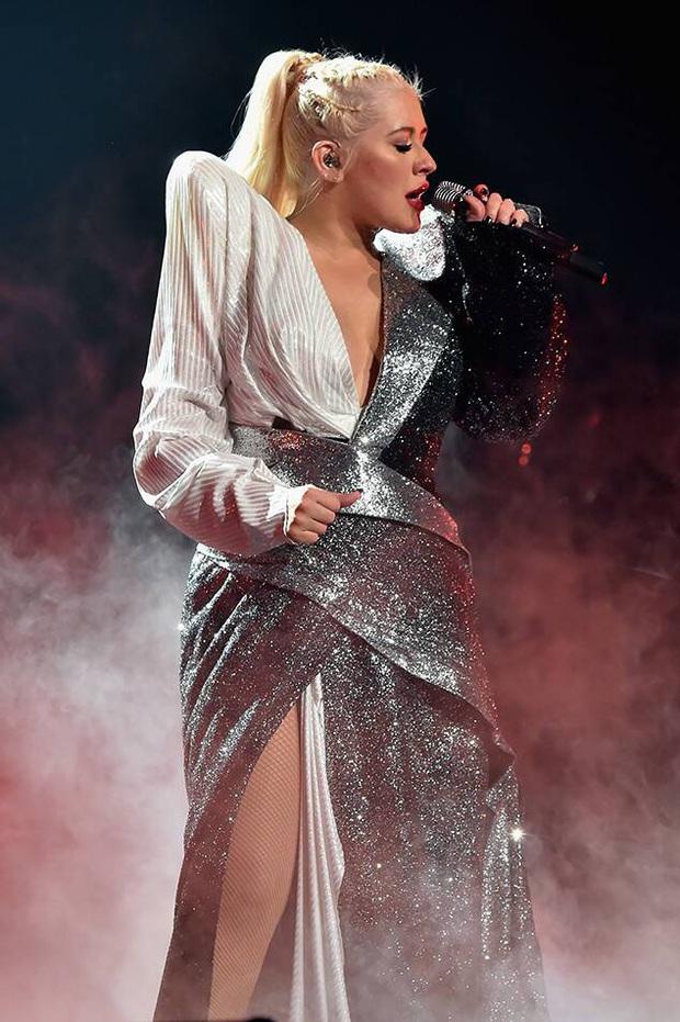 Phản ứng của các sao US-UK khi quên lời bài hát trên sân khấu: Từ Taylor Swift, Ariana Grande, Justin Bieber đến Adele đều khiến fan hâm mộ bất ngờ - Ảnh 15.