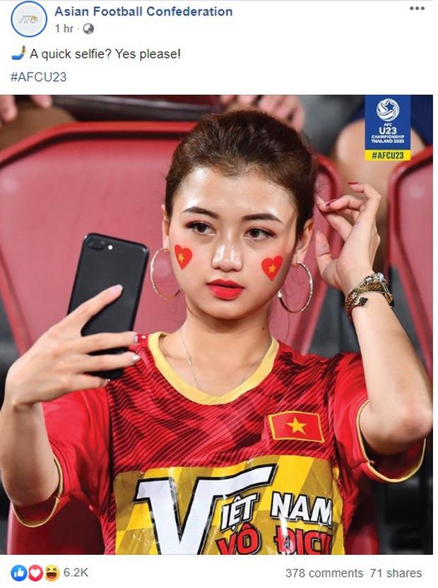 Info cô nàng ngồi cạnh, nhan sắc vượt trội hơn cả bạn gái tin đồn của Quang Hải có mặt trên sân cổ vũ U23 Việt Nam - Ảnh 4.