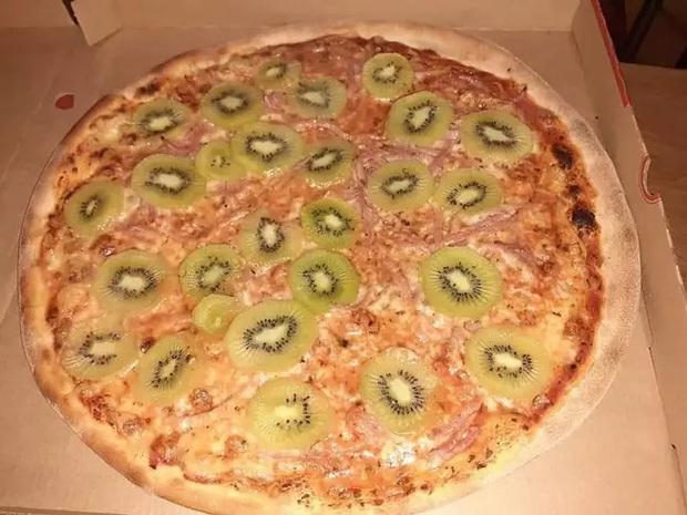 Những chiếc pizza kỳ quặc nhất hành tinh ai nhìn vào cũng muốn té ngửa, Việt Nam có hàng loạt cái tên góp mặt (Phần 1) - Ảnh 3.