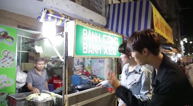 Trốn Trấn Thành, Hari Won dắt trai đẹp Hàn Quốc đi ăn bánh xèo và bánh cống ở quán ăn vỉa hè - Ảnh 3.