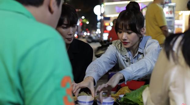 Trốn Trấn Thành, Hari Won dắt trai đẹp Hàn Quốc đi ăn bánh xèo và bánh cống ở quán ăn vỉa hè - Ảnh 6.