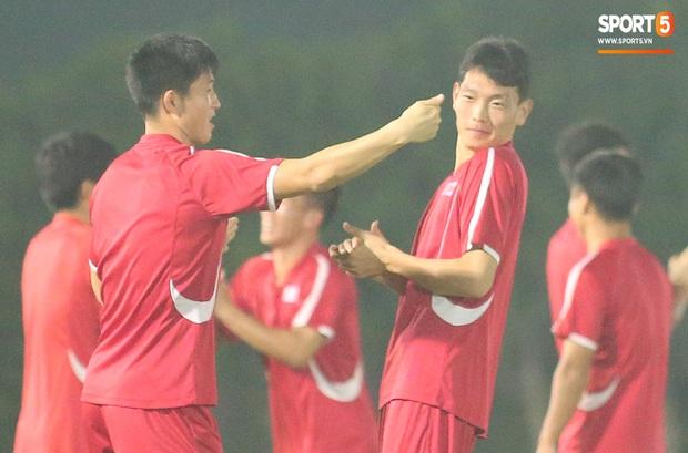 U23 CHDCND Triều Tiên tự tát vào mặt nhau trước trận gặp U23 Việt Nam - Ảnh 4.