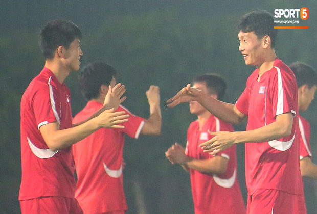 U23 CHDCND Triều Tiên tự tát vào mặt nhau trước trận gặp U23 Việt Nam - Ảnh 3.