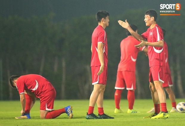 U23 CHDCND Triều Tiên tự tát vào mặt nhau trước trận gặp U23 Việt Nam - Ảnh 6.
