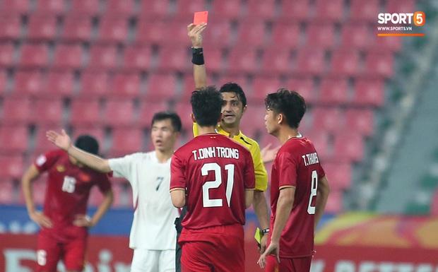 U23 CHDCND Triều Tiên hồn nhiên chụp ảnh sau trận thắng U23 Việt Nam - Ảnh 4.