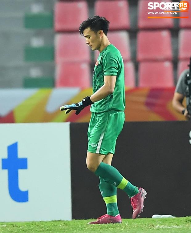 Khoảnh khắc đáng buồn nhất VCK U23 châu Á 2020: Đình Trọng nhận thẻ đỏ, U23 Việt Nam mất hết sau trận đấu với CHDCND Triều Tiến - Ảnh 5.